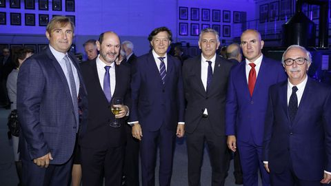Juan Fernández, de la UDC, coincidió con Rafael Louzán, José Ramón Lete Lasa, con el presidente y el entrenador del Dépor, Paco Zas y Luis César, y con José María Criado, presidente del Racing de Ferrol