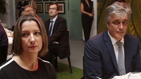 Lara Méndez, alcaldesa de Lugo, conversó durante el almuerzo con el portavoz del PP en el Parlamento, Pedro Puy
