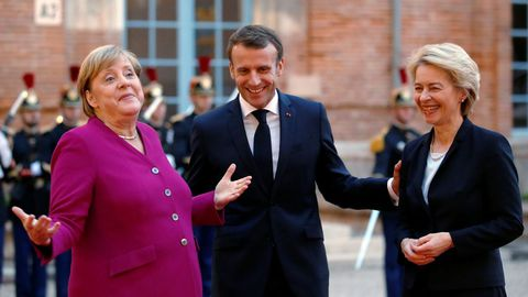 Macron junto con Merkel y Von der Leyen, durante su encuentro Toulouse