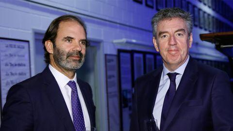 El director de Viaquam, Julio Masid, en el cóctel con Mario Barcenilla, presidente de Arias