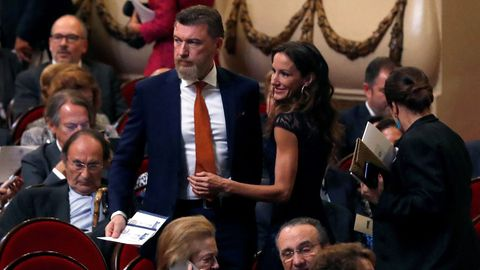 Telma Ortiz, hermana de la reina Letizia, y su pareja, el abogado Robert Gavin Bonnar, asisten a la ceremonia de entrega de los Premios Princesa de Asturias 2019 que se celebra hoy en el Teatro Campoamor de Oviedo
