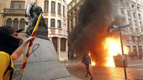 Manifetantes durante la protesta en Via Laietana