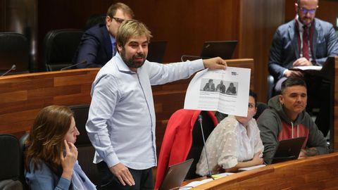 Ripa muestra en el pleno una noticia de la web del PSOE defendiendo la supresión del peaje del Huerna