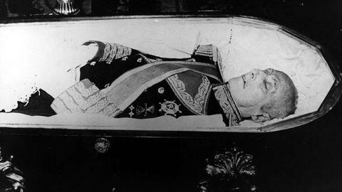 El cuerpo del dictador, durante la capilla ardiente celebrada en el Palacio de Oriente