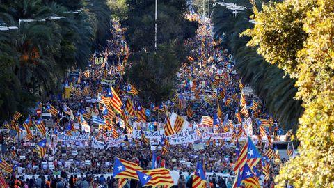 La manifestación, convocada por ANC y Òmnium, reunió a 350.000 personas en Barcelona según la Guardia Urbana