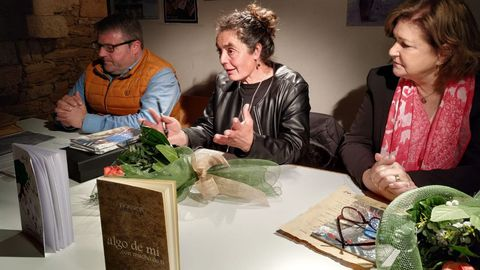 ana.Ana Vila Portomeñe sempre presenta os seus libros o 8 de marzo, Día da Muller Traballadora. Aquí, durante a xira do seu primeiro poemario, «Algo de mi con mucho de ti», no 2015