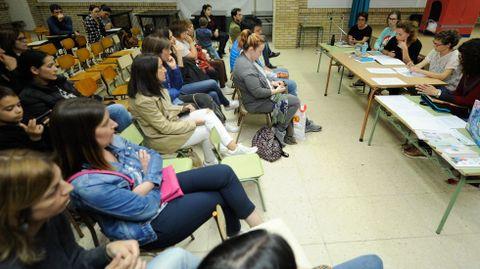 Asamblea de madres y padres de estudiantes en un colegio gallego. Las familias (y los alumnos mayores) son el público al que va dirigido el nuevo portal