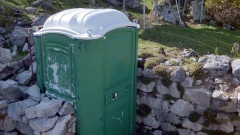 Baño portátil del refugio de la Terenosa