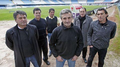 Cantarelo, rodeado de otros excélticos, en el 2011 en Balaídos