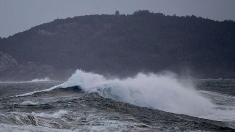 Temporal y oleaje en la costa de Baiona