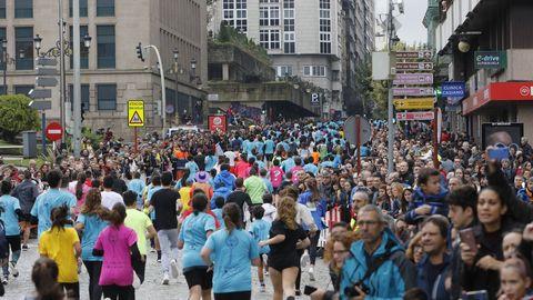 Búscate en el multitudinario pelotón de la San Martiño .Miles de atletas recorrieron las calles de Ourense en la clásica atlética de otoño