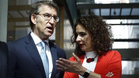 Feijoo, en un encuentro con la ministra de Hacienda, María Jesús Montero