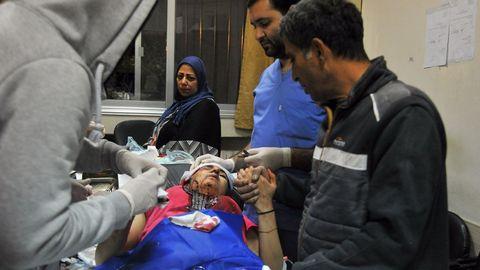 La metralla de un misil israelí golpeó un edificio residencial en el suburbio de Qudsaya, al oeste de Damasco, e hirió a una niña