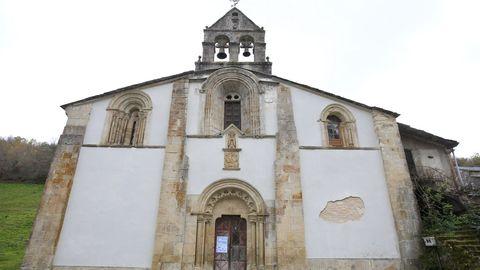 La iglesia románica de Santa María de Penamaior, en la aldea de Vilarín