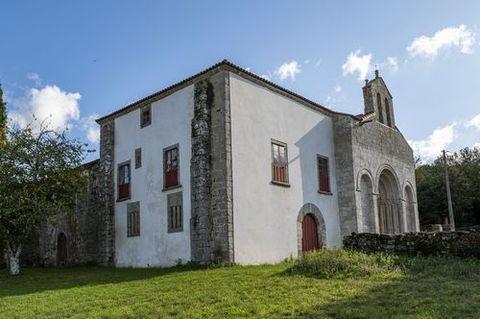 Junto a la iglesia de Diomondi está el antiguo palacio de verano de los obispos de Lugo, futuro albergue del Camino de Invierno