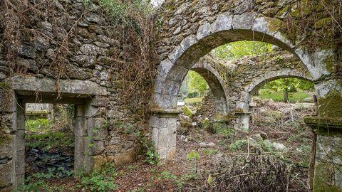 En Montecelo están las ruinas de la iglesia de Santa María do Camiño