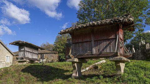 Hórreos tradicionales en Diomondi, donde acaba el recorrido