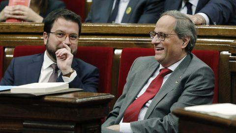 El presidente de la Generalitat, Quim Torra y su vicepresidente, Pere Aragonés, durante el pleno del Parlamento catalán