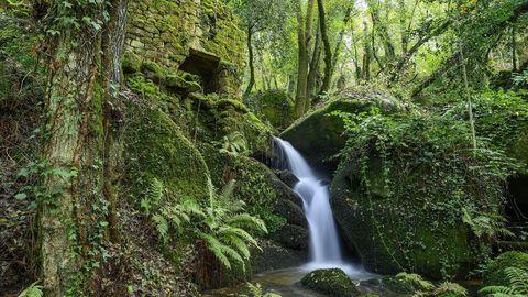 Una llamativa cascada junto a uno de los molinos llamados de Eulalia de Baldomar
