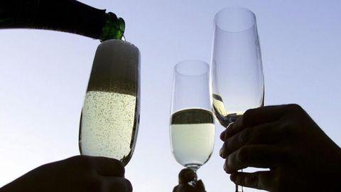El champán, uno de los productos afectados