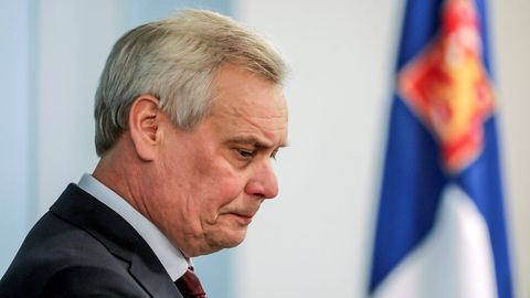 El primer ministro Antti Rinne, poco después de presentar su renuncia al presidente de Finlandia