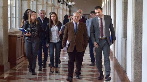 Entrada del grupo socialista al pleno de la Diputación