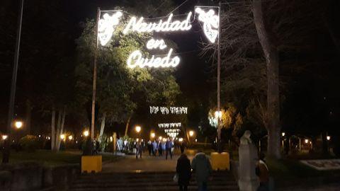 Luces de Navidad en el parque San Francisco, de Oviedo