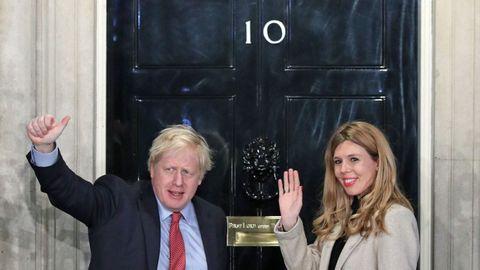 Johnson y Carrie Symonds, en Downing Street