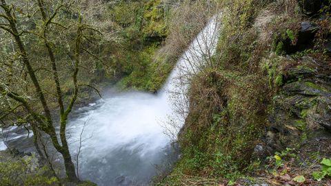 En el recorrido se puede ver el salto de agua desde su parte superior