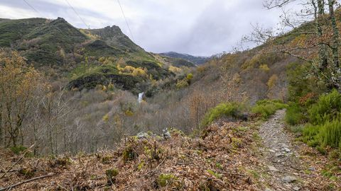 La cascada se avista mucho antes de haber llegado a sus cercanías
