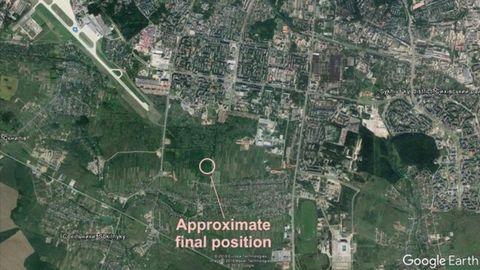 FALTÓ POCO. El avión se estrelló a 1,5 kilómetros de la pista, estando alineada con ella. La tripulación ya había captado la señal del sistema antiniebla