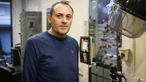 José Fernández, peluquero afectado por los cortes de luz