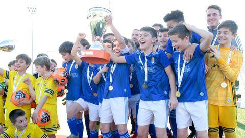 El Alevín A del Real Oviedo festeja el título en la Copa Integra
