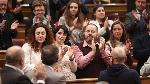 La emoción de Aina Vidal (En Comú Podem) durante el aplauso de los diputados