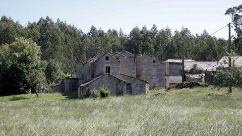 Un grupo de viviendas abandonadas en Mondoñedo