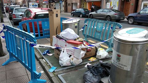 La policía tuvo que precintar hoy el punto de reciclaje de la calle Lola Mateos, en La Ería