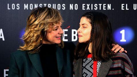 Alba Galocha en la serie es Vega, la hija de Mónica (Emma Suárez)