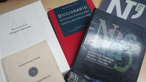 Libros en asturiano