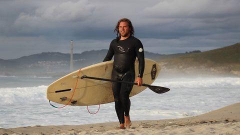 Diego Bello en la playa de Barrañan