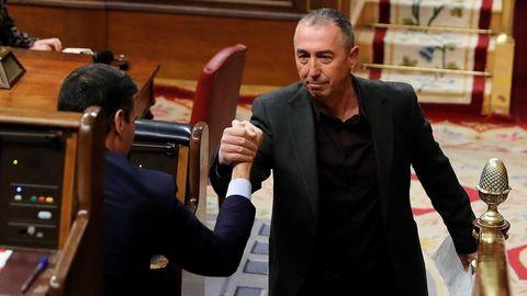 Joan Baldoví saluda al presidente en el Congreso