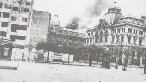 Fotografía antigua de la plaza de la Escandalera de Oviedo