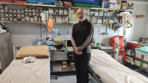 Está dotado con un ecógrafo y desfibrilador. Teo es médico de familia y especialista en medicina de montaña.