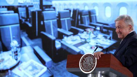 El presidente López Obrador, en rueda de prensa, proponiendo el megasorteo para conseguir librarse del avión presidencial