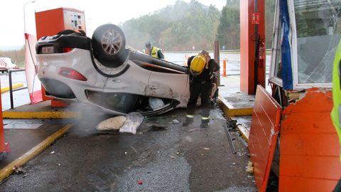 Accidente mortal en el peaje de la AP-9 en Guísamo, Bergondo