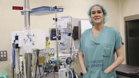 Paula Román trabaja como neurocirujana en el CHUS