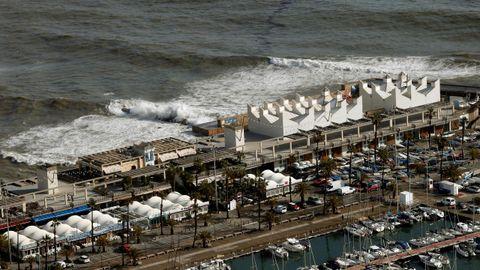 ista del Puerto Olímpico de Barcelona, afectado por la borrasca Gloria, que se ha cebado especialmente con el frente marítimo de Barcelona