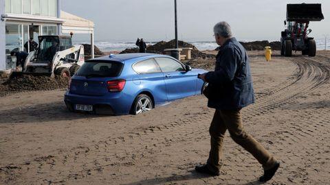 Efectos del temporal en la playa de las Arenas, en Valencia