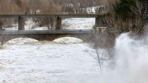 Este era el aspecto del río Ter, en Gerona, tras las intensas lluvias producidas estos tres últimos días