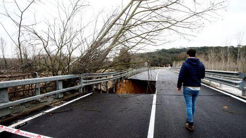 La carretera C-35 a su paso por el Pont de Ferro en Hostalric.