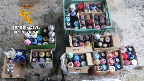 Material incautado a los grafiteros sorprendidos en la estación de Puente de los Fierros